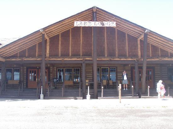 Lake Lodge Cabins: You would need to walk to this launge but is nice with a cafeteria.