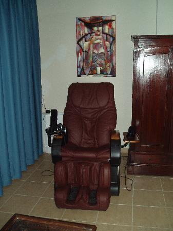 Akritas Ef Zin Villas & Suites: massage chair