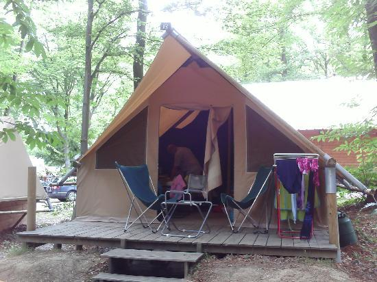 Camping Huttopia Versailles : canadienne huttopia versailles