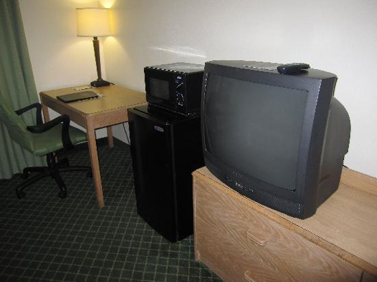 Fairfield Inn & Suites Memphis Southaven: TV, Mini fridge and microwave