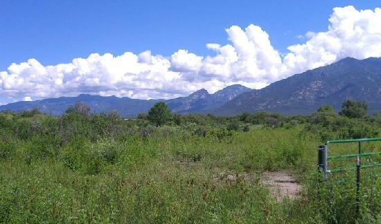 Hacienda del Sol: View of the hills on the way to Taos Pueblo