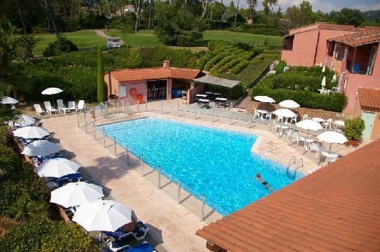 Vue de la piscine depuis notre chambre photo de domaine for Piscine eaubonne