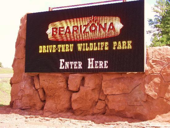 Williams, AZ: Sign at entrance to road to Bearizona