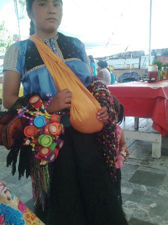 Joven madre Chamula. Tuxtla Gutierrez Chiapas. Mexico.