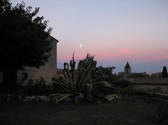 Mas des Kardouons: Vue nocturne, à partir du jardin