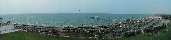 Club Side Coast Hotel: A view of the beach