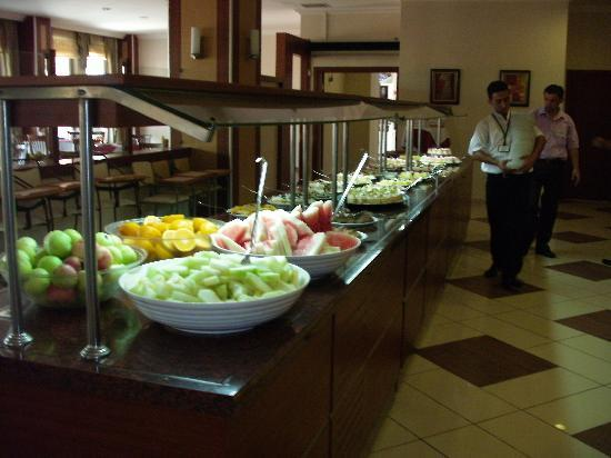 Club Side Coast Hotel: Just some of the food available