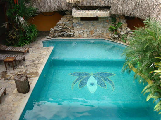 Tranquilseas Eco Lodge and Dive Center: The wonderful swimming pool, it also has a waterfall that can be turned off and on.