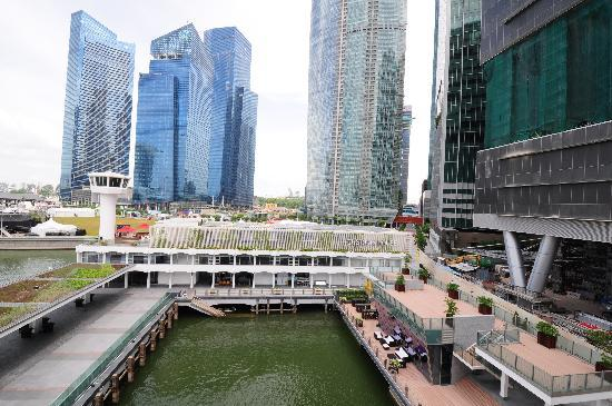 The Fullerton Bay Hotel Singapore: View from the balcony of Deluxe Room (Customs House view)