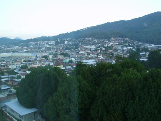 Holiday Inn Uruapan: The view from my 6th floor window..