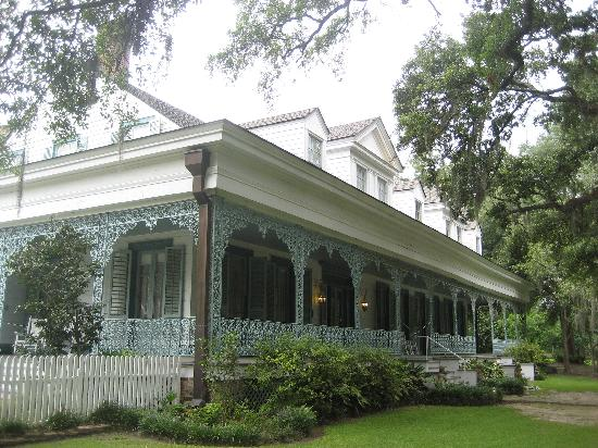 The Myrtles Plantation : Two women looking out the window.(first window on the roof)