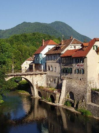 Skofja Loka, Slovenia: Hotel Garni Paleta is near the Stone bridge and the river