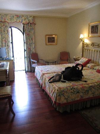 Hotel Dona Maria: The main part of the room
