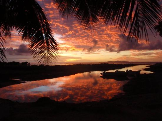 Rendezvous Fiji : sunset from the pool and dining area