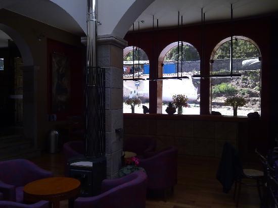 MamaSara Hotel: La zona de estar, incluye biblioteca