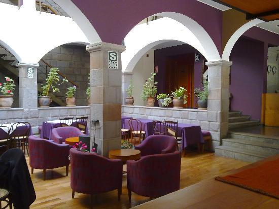 MamaSara Hotel: Aquí el desayuno, luz natural