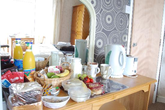 Duporth Guest House: Was not expecting so much food!