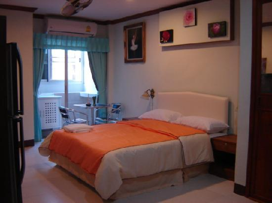 James Dean Bar and Guesthouse: Deluxe Room