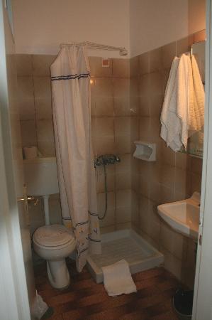 Hotel Hippocampus: Salle de bain - chambre 19
