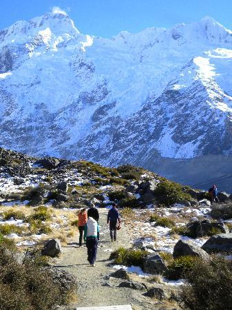 Aoraki Mount Cook Alpine Lodge: amazing scenery short walk from lodge