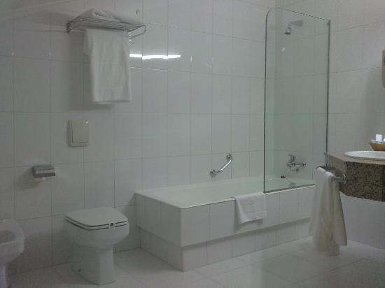 Tryp Vigo Los Galeones Hotel: Baño