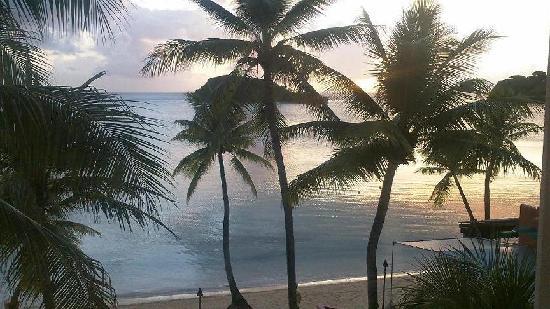 Hotel Santa Fe Guam: 部屋からの夕日