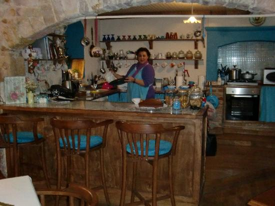 Cafe Caramel : View into the kitchen