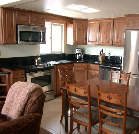 The Crestwood Condominiums: Kitchen