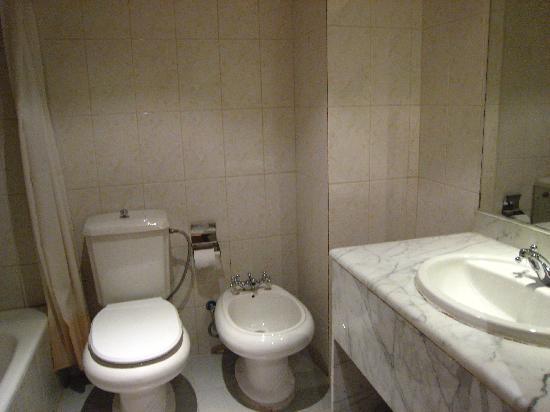 Silk Road Hotel : The bathroom
