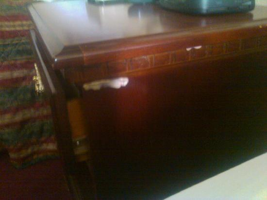 Days Inn Sheridan: gum on night stand