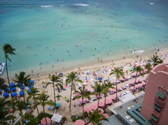 The Royal Hawaiian, a Luxury Collection Resort: view of the beach below our balcony
