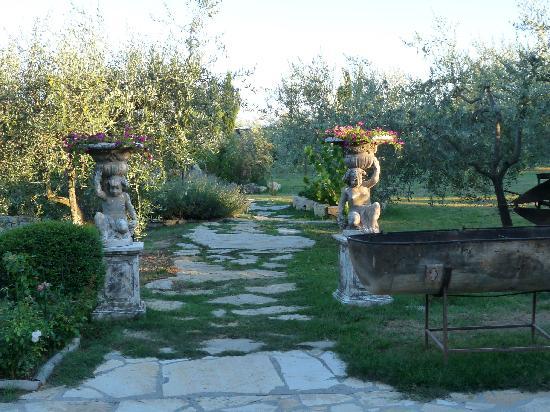 Hotel Residence SanSano: entree du jardin