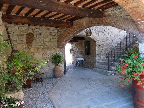 Hotel Residence SanSano: un patio