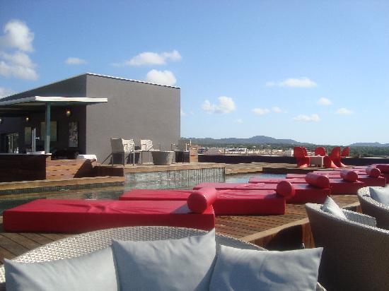 Aguas de Ibiza : Maravillosa terraza (a la que sólo puede accederse por la noche para tomar una copa)
