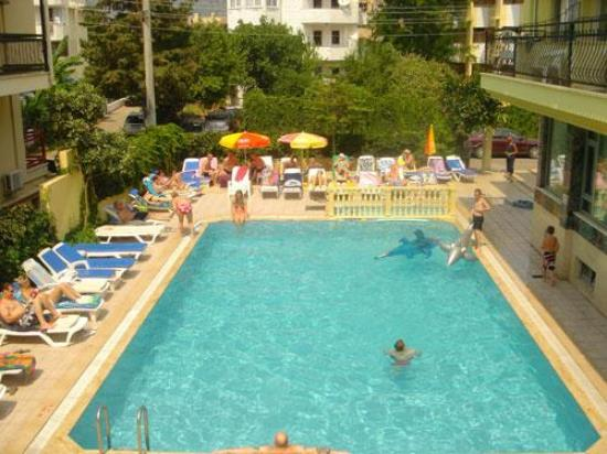Baris Apartments and Hotel: pic of the pool area from the sun terrace