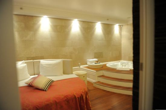 Hotel Splendid Conference & Spa Resort: Wellness Suite Bedroom