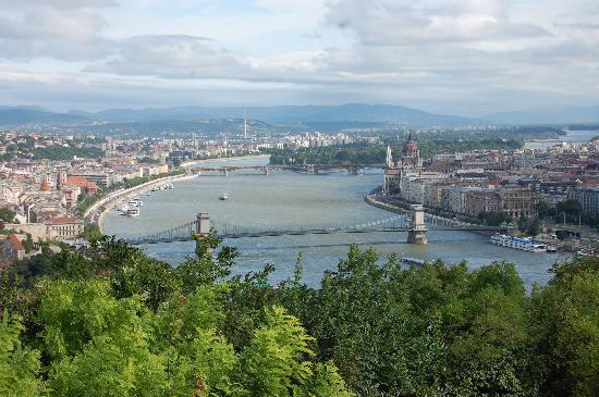 บูดาเปสต์, ฮังการี: Budapest on the Danube