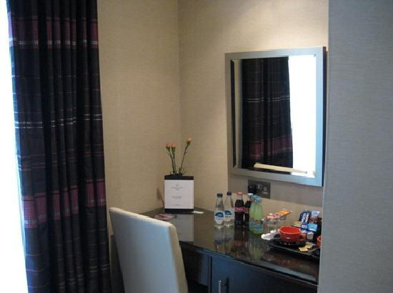 Grand Royale London Hyde Park: Small table with refreshments, tea and coffee, free internet access and fridge below.