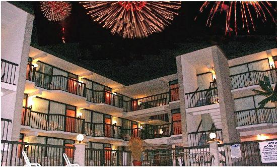 Horizon Motor Inn: Horizon with Fireworks