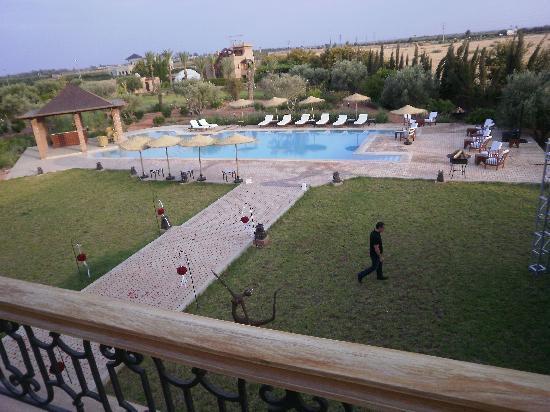 Villa President: chambre vu sur la piscine