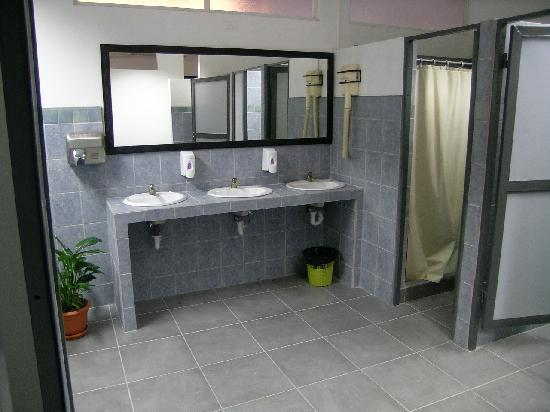 ‪‪Hostel Gran Imperial‬: Shared bathrooms‬