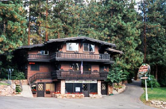 Pine Cone Resort: Classic Tahoe Charm