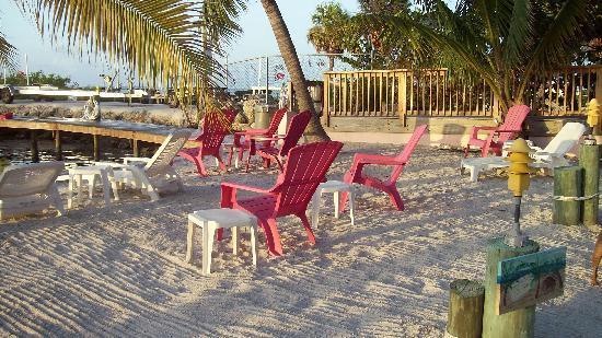 Sands of Islamorada Hotel: Sand area by dock