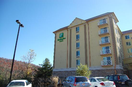 Holiday Inn Hotel & Suites Asheville Downtown: Mid-day view