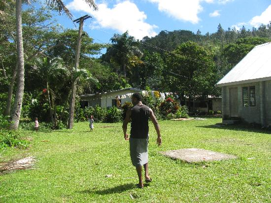Danny's Village Homestay: Henry leading us to the village