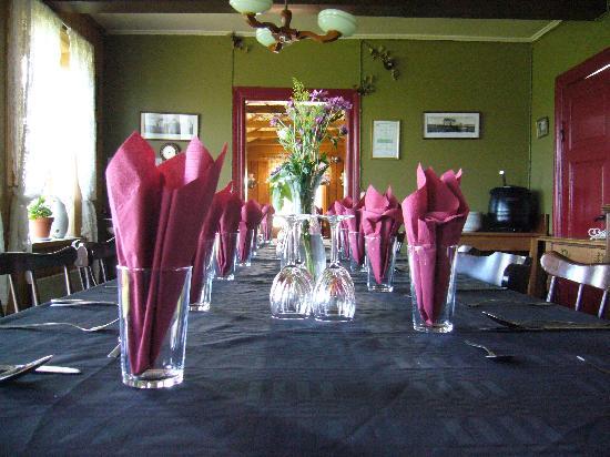 Ensku Husin Guesthouse: Dinning room