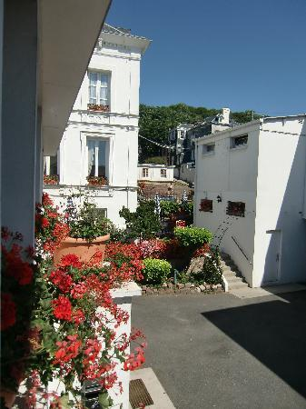 Hotel des Phares Logis : Blick in den Hinterhof