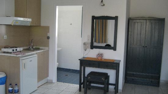 Hotel Aeolis: Chambre kitchenette