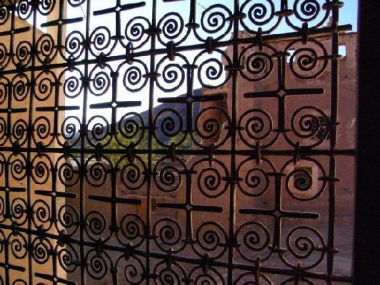 Le gite de Tamlakout : fenêtre du grand salon
