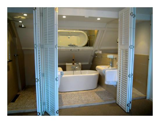 Penthouse - salle de bain (bain, douche, wc, deux vasques ...